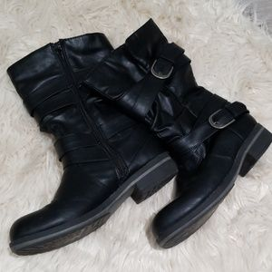 Madden Girl black leather boots GUC size 8